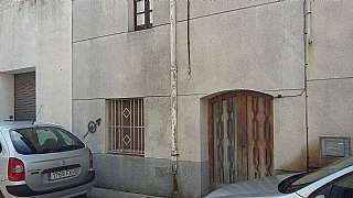 Casa adossada a Carrer quatre cantons, 6. Casa de pueblo a reformar.