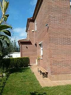 Casa adosada en Carrer sant ramon de penyafort, 18. Casa adosada con magnifico jardin
