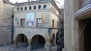 Casa adosada en Placa de  lésglesia, s/n. Casa historica del siglo xvii