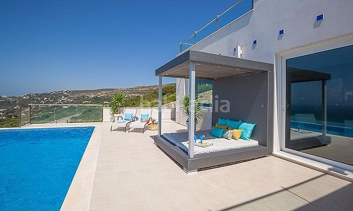 Fotos de chalets con piscina chalets casas y villas en conil de la frontera with fotos de - Alquiler casas tarifa ...