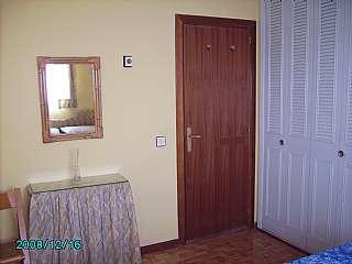 Alquiler Apartamento en Calle comunidad de la rioja, 127. Apartamento amueblado con garaje