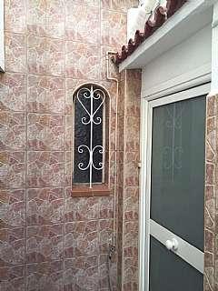 Piso en Carrer vista alegre, 46. Casa d�plex con s�per terraza y local. 3 habit.