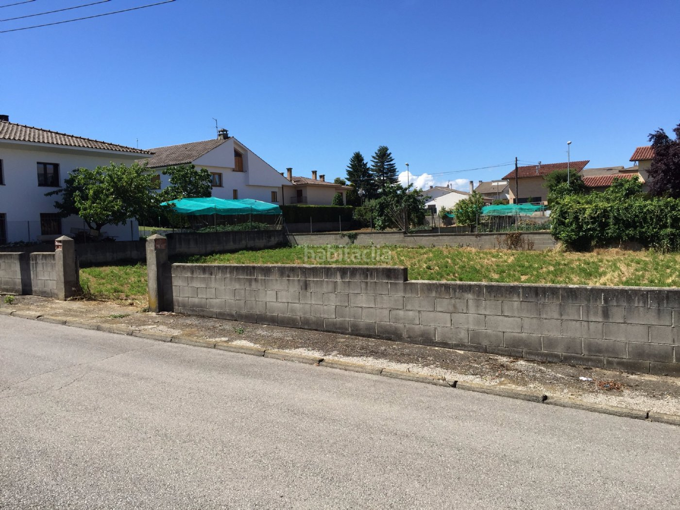 Terreno residencial por de 600 metros carrer for Piscina de torello