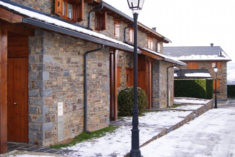 Casa adosada por en palau de cerdanya de madera con piscina en puigcerd habitaclia - Casas en puigcerda ...