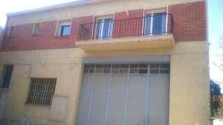 Piso en Carrer pau casals, 7. Se vende gran piso con gran garaje en planta baja.