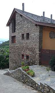 Casa adossada a Major de jou, s/n. Casa de piedra en jou ( la guingueta d´aneu)