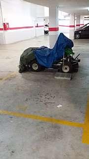 Parking coche en Carrer estatut, sn. Amplio parking en can roca