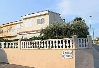 Casa pareada en Calle jose maria peman, 1. Magnífica villa con jardín pareada en urbanización