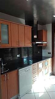 Alquiler Casa adosada en Passatge dragonera, 27. Casa amplia,soleada y perfecta para entrar a vivir