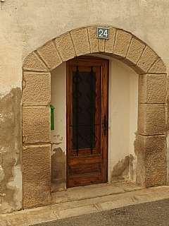 Casa adosada en Carrer bonaire, 24. Casa al nucli del poble i sobre el canal