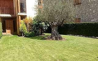 Planta baja en Sant cornelli, 5. Apartamento de planta baja con jardín privado.