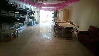 Alquiler Local Comercial en Carrer miquel del prat, 6. Amplio local comercial bien equipado
