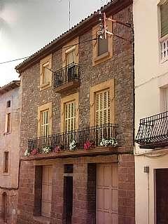 Casa en Carrer raval de sant joan, 42. Casa de poble: 3 pisos, 3 garajes, magatzem, jardí