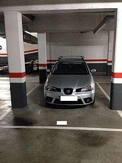 Alquiler Parking coche en Carrer ramon y cajal, 159. Amplia plaza de parking