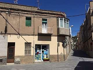 Casa adosada en Plaça pi, s/n. Casa para reformar en el centro de sant vicenç