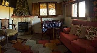 Alquiler Casa en Carrer lila, 16. Casita rodeada de bosque al lado de barcelona.