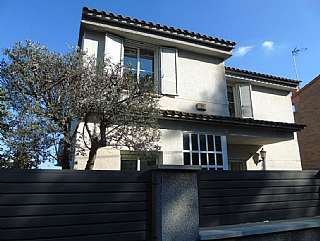 Alquiler Casa en Carrer nou, 28. Casa unifamiliar a 4 vientos en lliçà de vall.