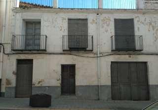 Casa aparellada a Calle general  cucala, 13. Casa con excelente ubicacion , precio negociable