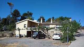 Casa en Carretera de l. Finca de campo con suministros autonomos
