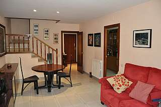 Alquiler Casa adosada en Carrer narcis monturiol, 12. Casa unifamiliar en l´horta vermella