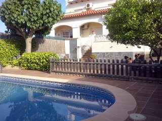 Casa aparellada a Carrer breda, 4. Casa en perfectas condiciones, con piscina propia.
