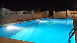 Xalet a Carrer bisbal (de la), 17. Casa con terreno y gran piscina
