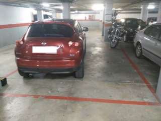Lloguer Aparcament cotxe a Carrer dels comtes, 42. Alquiler plaza aparcamiento coche grande + 2 motos