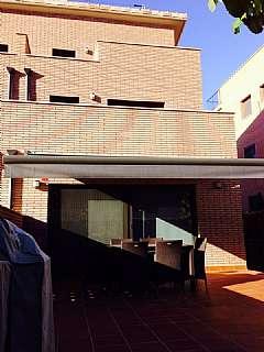 Casa adosada en Carrer ramon i cajal, 20. Adosada a 3 vientos