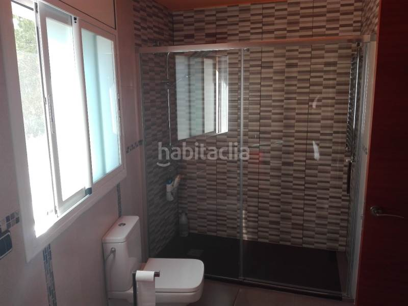 Baño suite. House in carrer ponent in Santa Susanna
