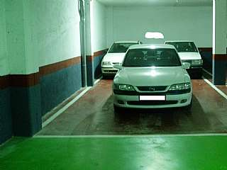 Parking coche en Carrer monturiol, sn. Vendo plaza de parking grande