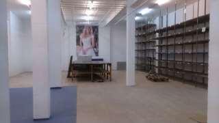 Oficina en Carrer enric borras, 31. Alquilo local 250 m2 2 oficinas , baño y almacén