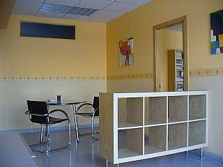 Location Local commercial dans Carrer progres, 34. Local comercial polivalente