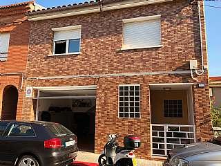 Casa adosada en Calle magnolies, 126. Casa reformasa en torrent del capella - Sabadell