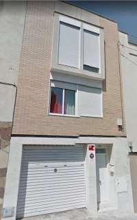 Loft en Carrer calderon de la barca, 173. Casa de 4 plantas amueblada. no necesita reformas.
