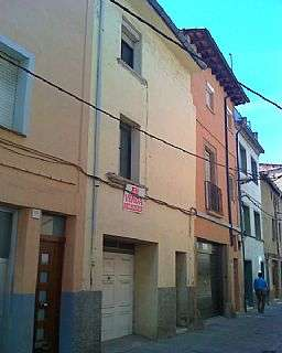 Casa adossada a Carrer sant francesc. Casa amb garatge 2 plantes altes i pati posterior